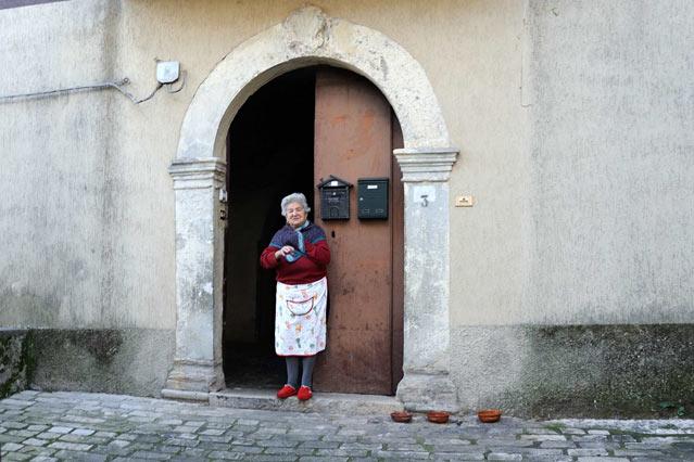 """DIARIO MINIMO DALL'ITALIA INTERNA (3) – Un signore quasi centenario, la panetteria, l'olio campione d'Italia e un film sui """"briganti"""""""